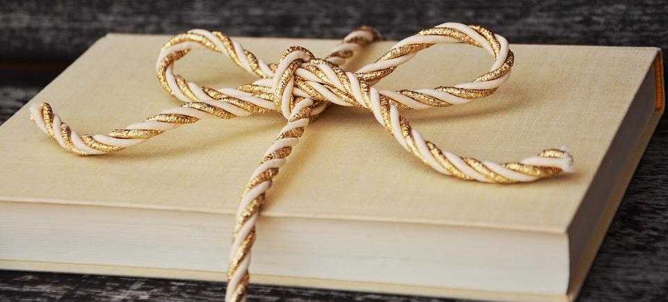 book gift - pixabay